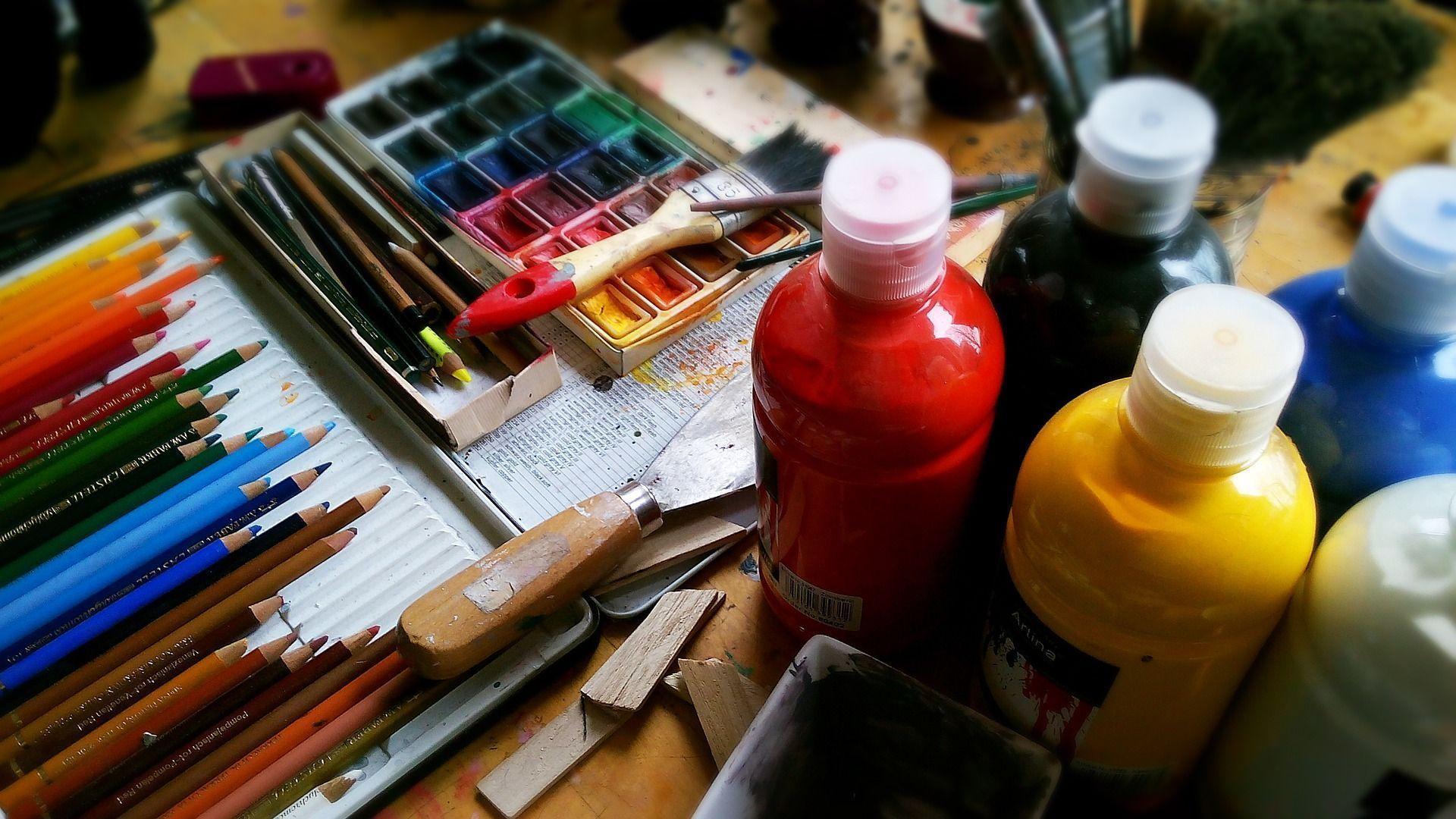 Maltisch im Atelier