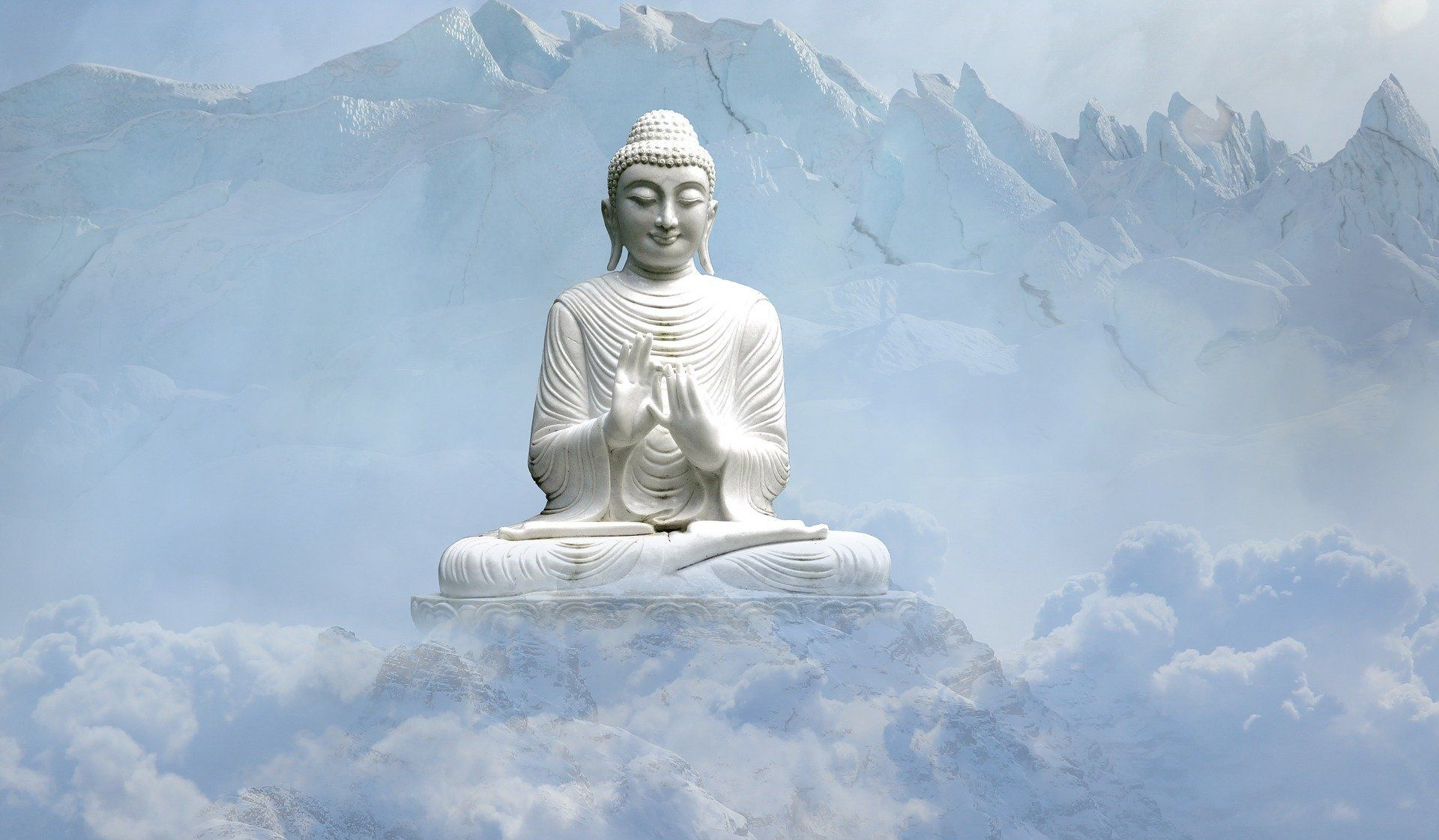 Buddha im Gebirge
