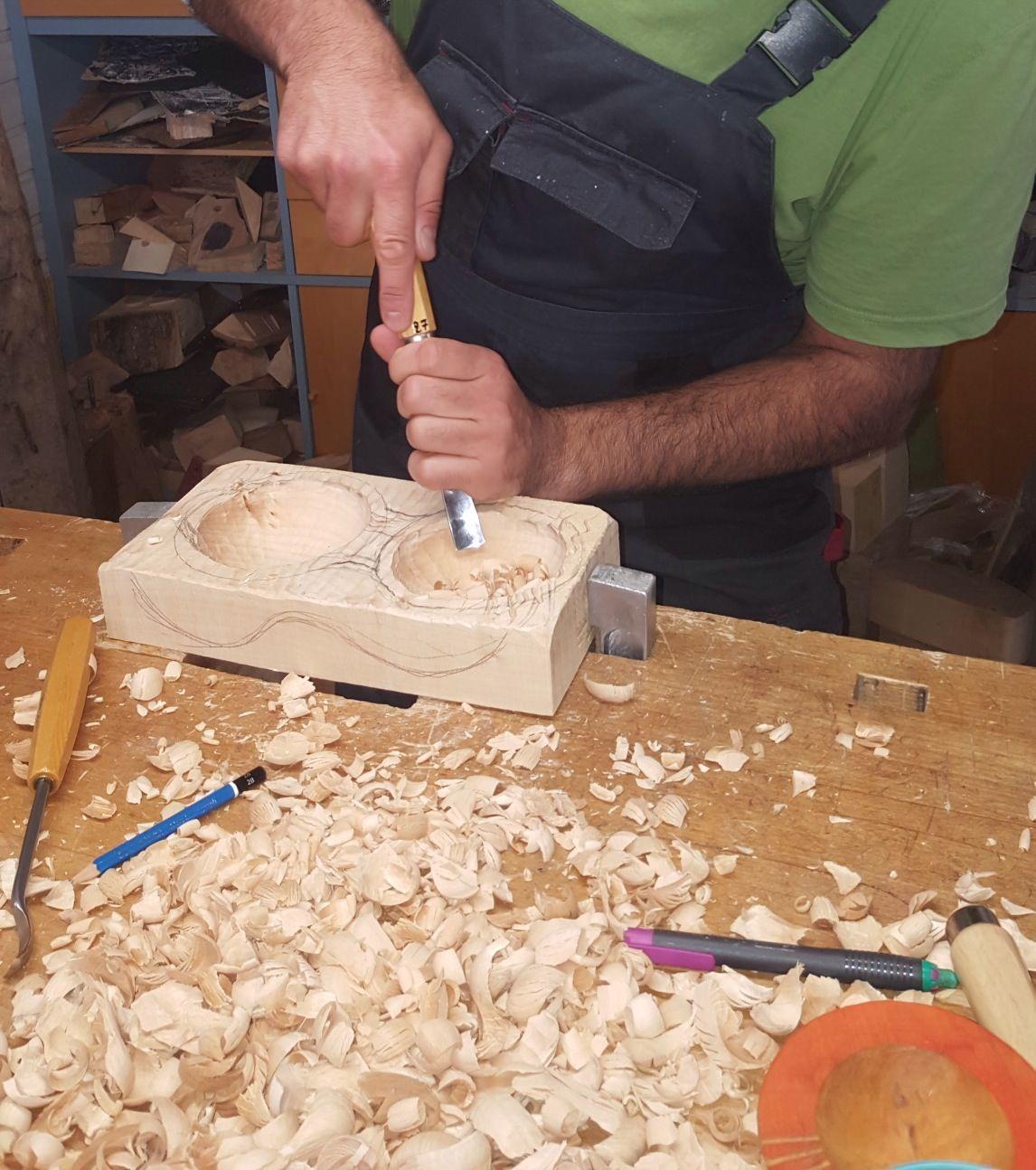 Im Atelier der Bildhauerin Wojtas